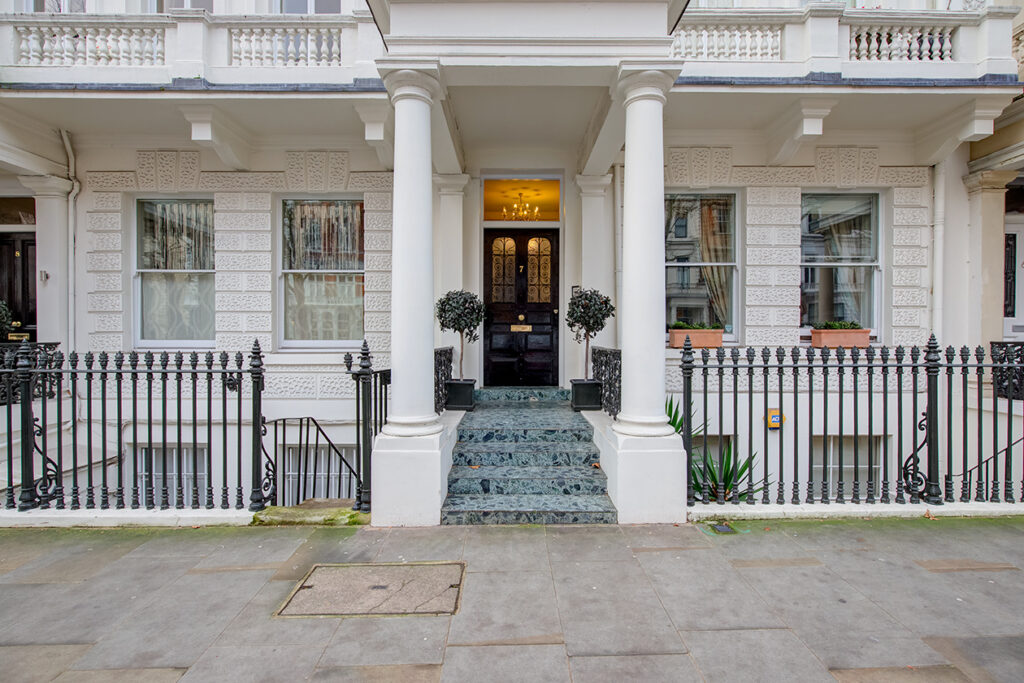 Exterior Stucco Style property in London