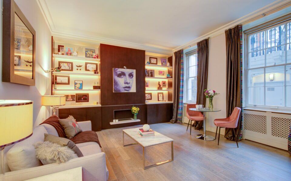 Lounge in 2 bed property for sale in London