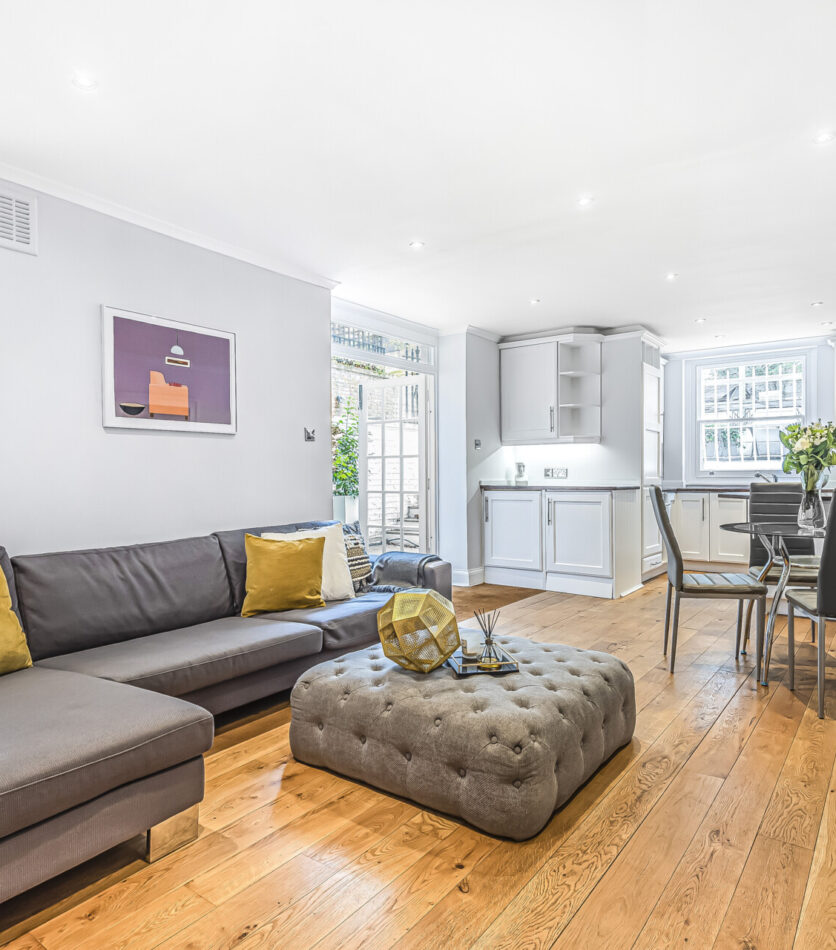 2 bed flat for sale in London