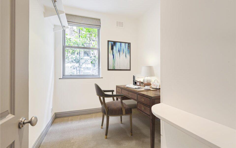 3 Bed flat to let in Kensington - bedroom or office room