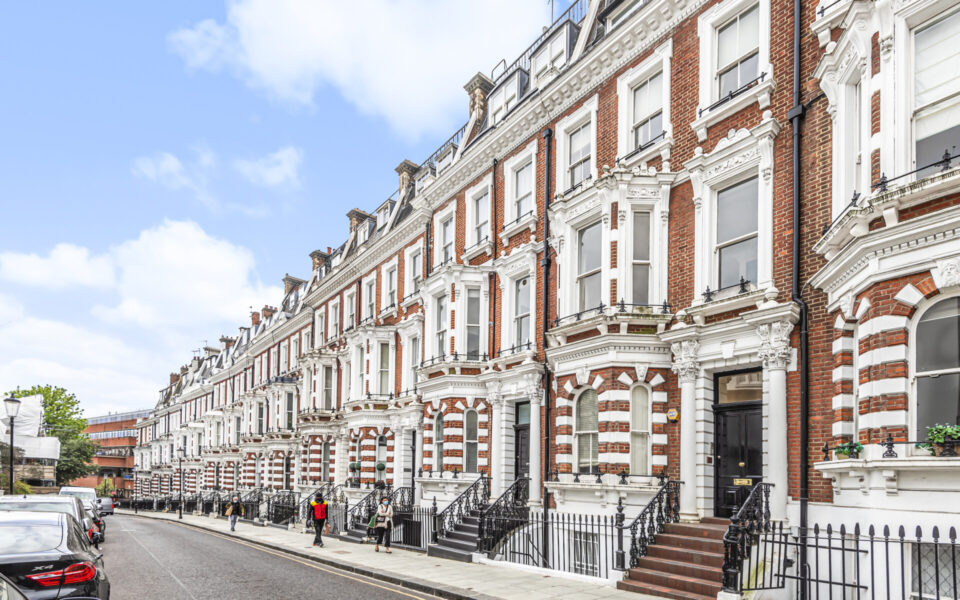 Exterior of 3 Bed flat to let in Kensington